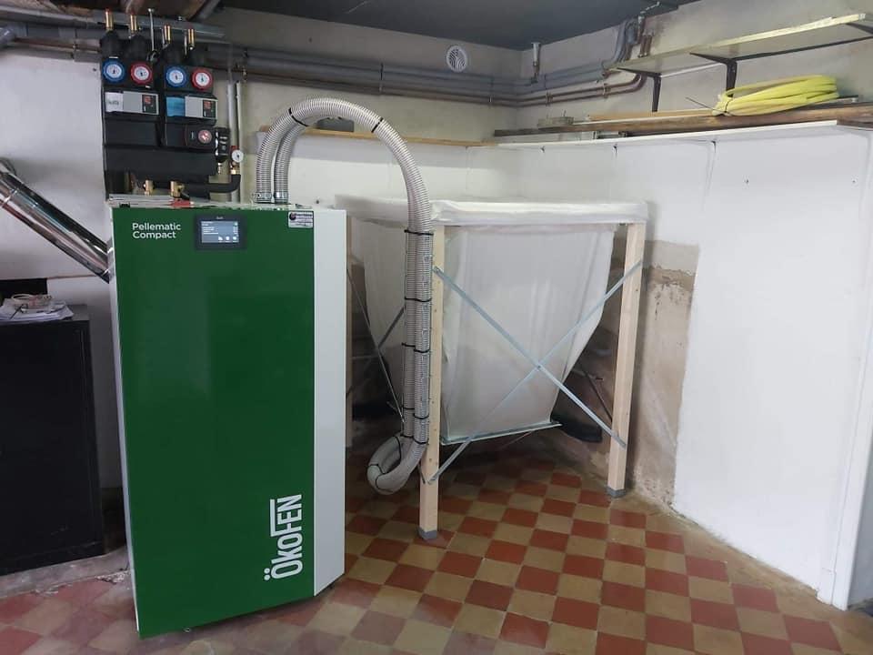 installation d'une chaudière granulés Okoffen pellematic compact avec silo 650 kg